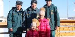 (Видео) 6-летняя девочка чудом выжила в ДТП и хранила благодарность к спасателям. А через 3 года наконец встретилась с ними