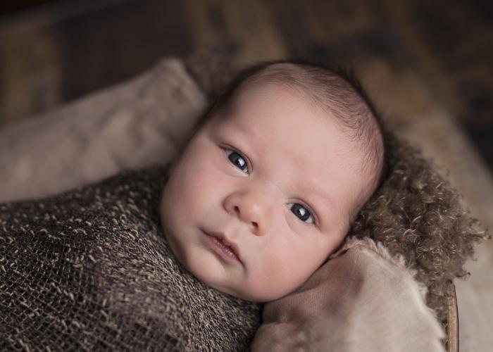 Младенец почти сутки пролежал в каменной ловушке и был очень голоден. И только один из спасателей мог помочь!