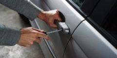 (Видео) Женщина придумала, как отпугнуть автомобильных воров. Идея пришлась по вкусу всем, кроме самих воров!