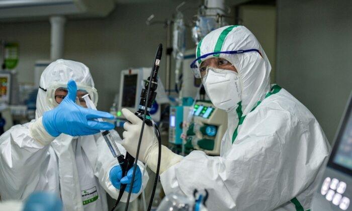 Пациенту с новым коронавирусом в Китае пересадили лёгкие. Но эксперты сомневаются в необходимости такой операции и в источнике органов