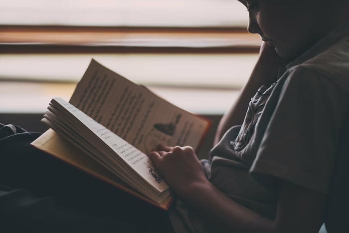 Сверстники издевались над 13-летним мальчиком за любовь к книгам. А потом он получил невероятную поддержку!