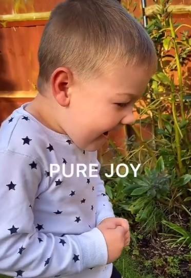 (Видео) Папа придумал, как развлечь сына на карантине. Получилось волшебно!