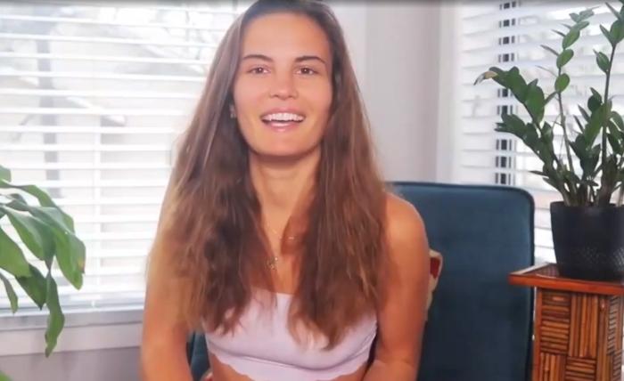 26-летняя девушка считает, что особая система дыхания помогает ей есть меньше
