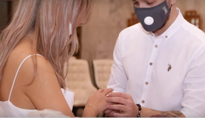 (Видео) В Киргизии молодые сыграли первую онлайн-свадьбу. С тамадой, музыкантами и близкими людьми!