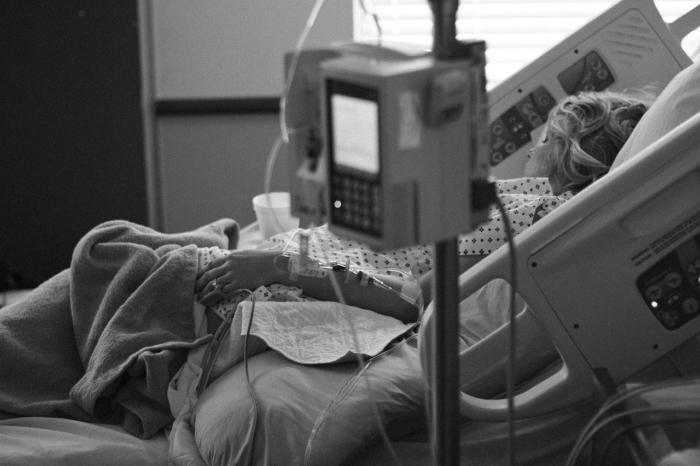 Необычный приём помог врачам спасти женщину, умирающую от COVID-19