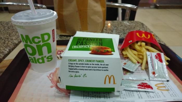 «Макдоналдс» и «Бургер Кинг» пообещали бесплатно кормить бригады скорой помощи
