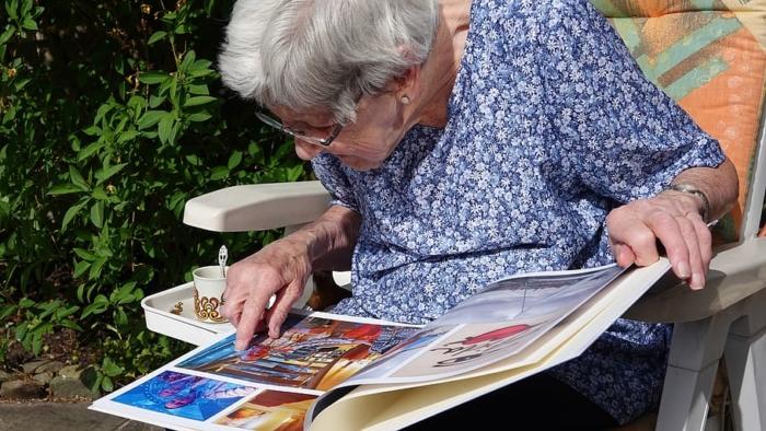 (Видео) Бабушка не знала, что ей осталось жить несколько дней из-за COVID-19. Но родные знали