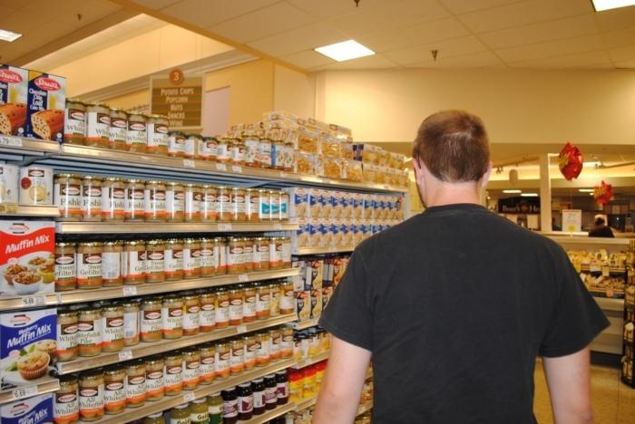 Старушка с сыном-инвалидом не могли купить себе продукты. Но нашлось много желающих им помочь!