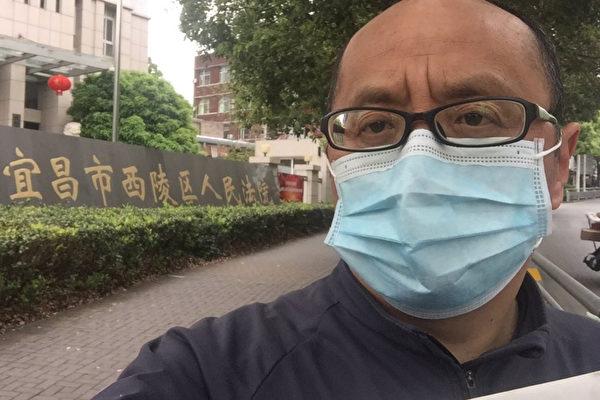 Житель провинции Хубэй подал в суд на местное правительство за сокрытие эпидемии