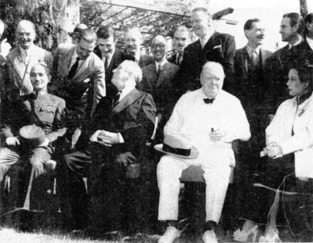 Председатель Национального правительства Китайской республики Чан Кайши, президент США Франклин Делано Рузвельт, премьер-министр Великобритании Уинстон Черчилль и первая леди Китайской республики Сун Мэйлин