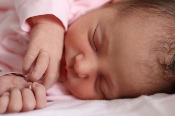 Вся семья новорождённого заразилась COVID-19. И некому было помочь, кроме школьной учительницы старшего сына!
