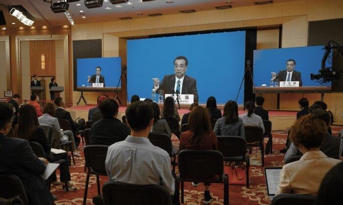 Премьер-министр Китая признал, что страна столкнулась с экономическим кризисом и безработицей