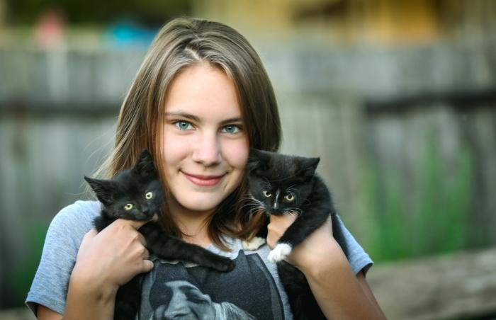 девушка с котятами