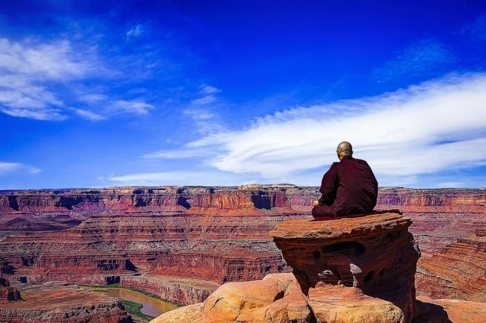 Больше половины людей в мире заразятся вирусом, предсказал монах 28 лет назад
