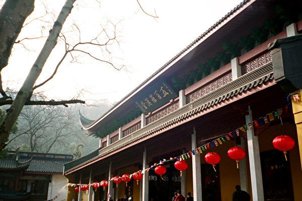 Храм Линъинь