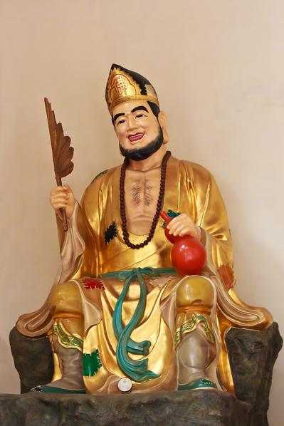 Статуя монаха Цзигуна
