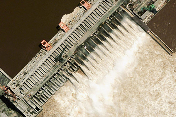 Из-за рекордных наводнений в Китае снова появились вопросы по крупнейшей в мире плотине «Три ущелья»