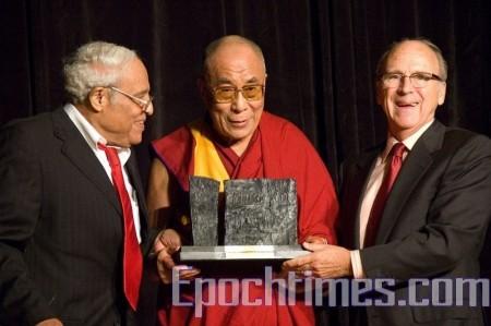 Далай-лама на вручении Международной премию за свободу 2009 г.