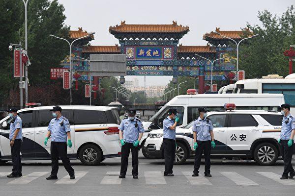 Интервью с мужчиной, который пережил эпидемию в Ухане и снова попал на карантин уже в Пекине