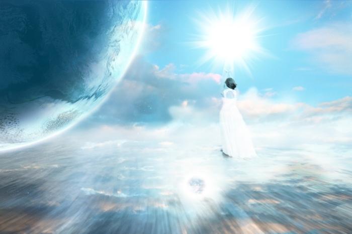 женщина в мистическом свете