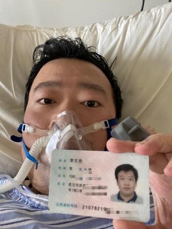 доктор Ли Вэньлян, заражённый COVID-19, в больнице