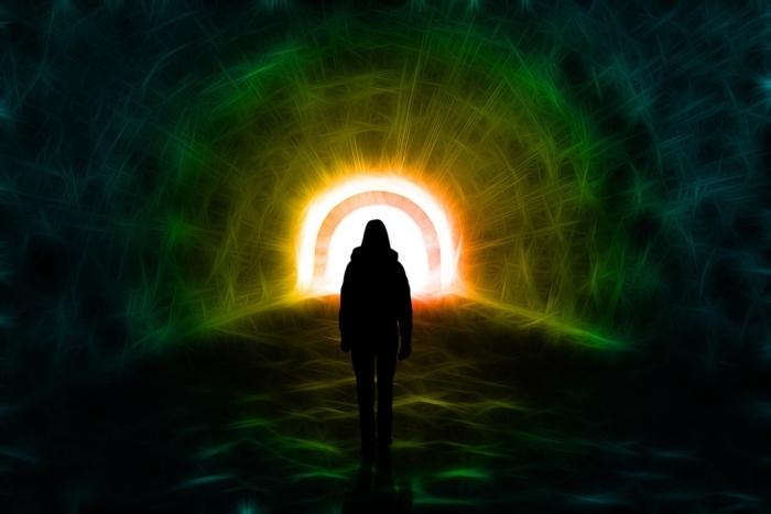 Мужчина увидел два туннеля, переживая околосмертный опыт. Но ему не позволили в них войти!