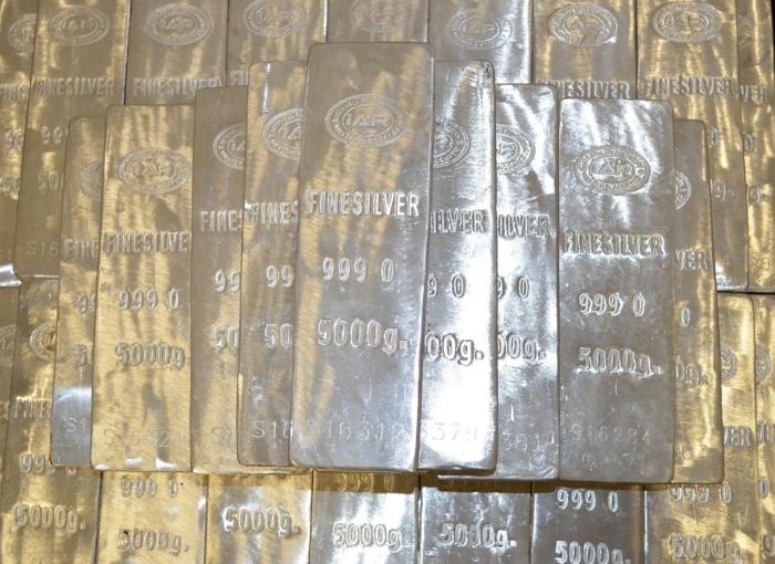 Учёный выбросил найденные серебряные слитки, а они вернулись! Потому что ему суждено было ими обладать