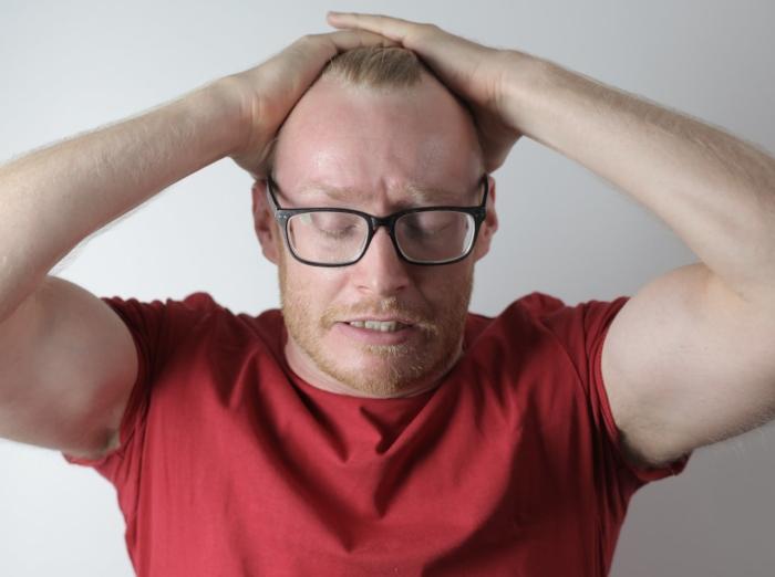 (Видео) 45-летний мужчина не сдержал слёз, когда надел очки, подаренные детьми. Ведь он буквально увидел новый мир!
