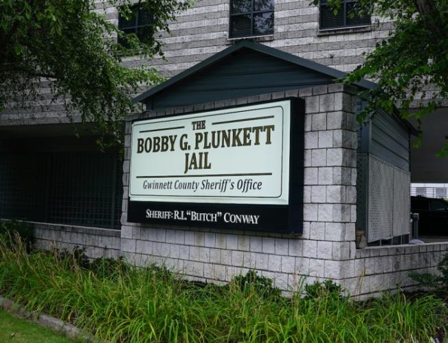 Внешний вид окружной тюрьмы в Лоуренсвилле, штат Джорджия