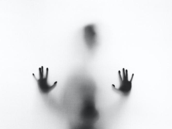Крестьянку преследовал призрак из прошлой жизни, но не мог навредить. Почему?