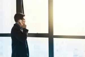 Мужчина обнаружил, что телефоны следят за своими хозяевами. Они предлагают товары, которые мы обсуждаем рядом с ними!