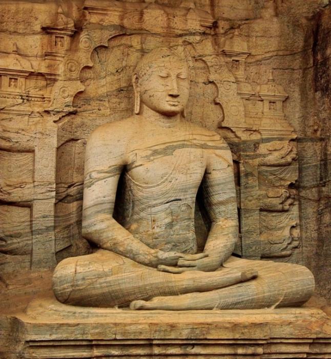 Статуя Будды в Шри-Ланке