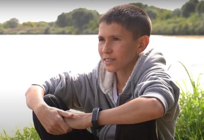 (Фото) 32-летнего мужчину принимают за подростка. «Стареть» он перестал в 13 лет
