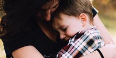 (Видео) Подарок мамы довёл до слёз 6-летнего сына. Потому что это такой душевный подарок!