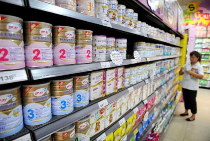 покупательница в китайском супермаркете