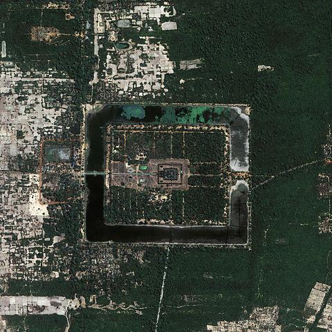 Вид на Ангкор-Ват из космоса