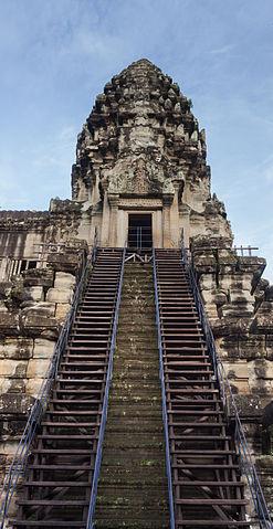 Ангкор-Ват, каменная лестница