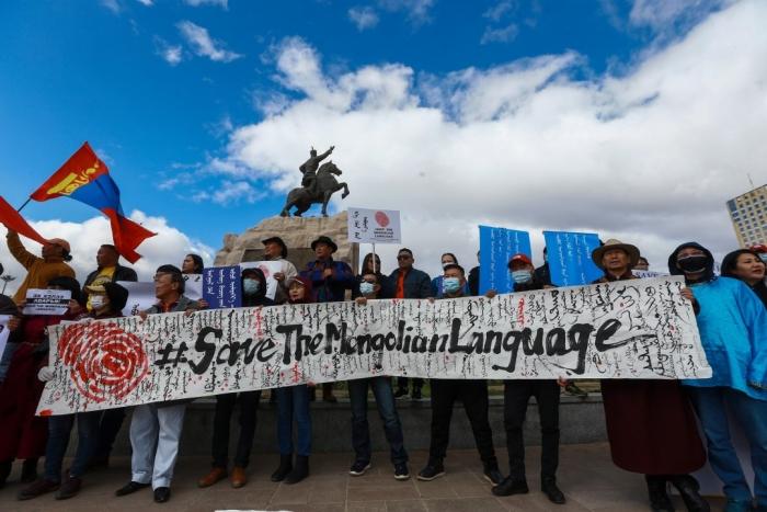 Школьников Внутренней Монголии принуждают обучаться на китайском языке. Бывший президент Монгольского государства выступил против