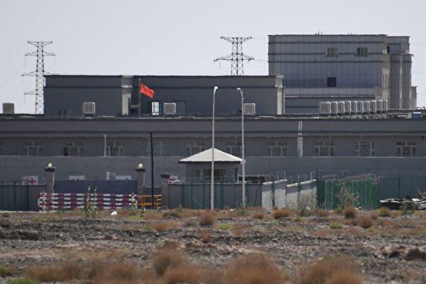 Учебный центр по обучению профессиональным навыкам, который, как считается, является лагерем перевоспитания для мусульманских этнических меньшинств в Артуше, Синьцзян-Уйгурский автономный район