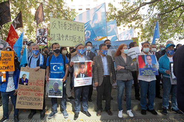 Почему главу китайского МИДа встретили протестами в Германии?
