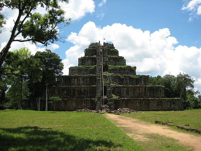 Пирамида Кохкер в Камбодже