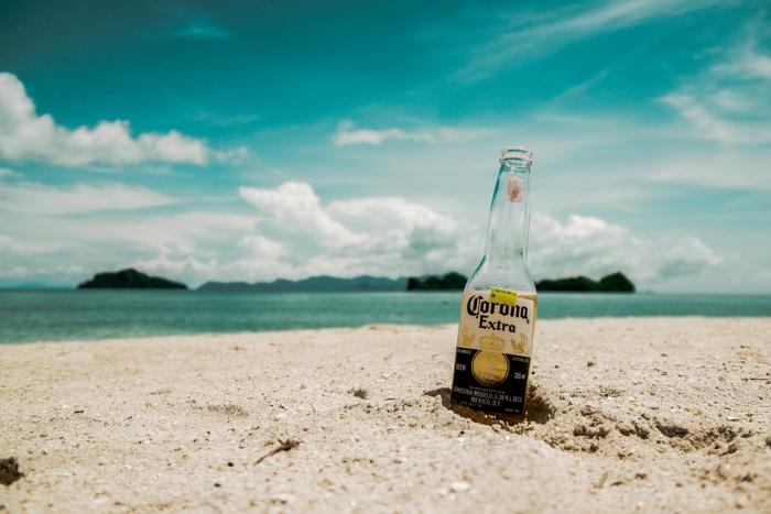 Бутылка в песке