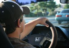 Подросток без прав погонял на машине родителей. Оригинальное наказание от отца не заставило себя долго ждать