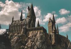 (Видео) Замок Хогвартс парит в небе — волшебство или причуды природы?