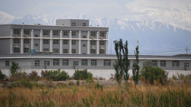 Учреждение, которое считается лагерем перевоспитания, где содержатся в основном мусульманские этнические меньшинства, к северу от уезда Акто, Синьцзян, Китай