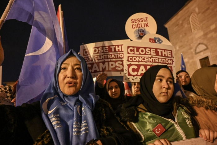 Сторонники мусульманского уйгурского меньшинства Китая на демонстрации в Стамбуле