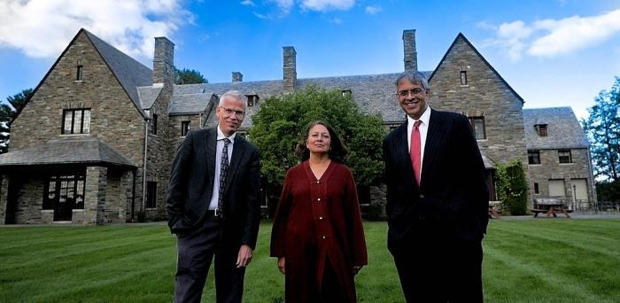 Авторы «Декларации Грейт-Баррингтона» в Американском институте экономических исследований(AIER). Слева направо: Мартин Куллдорф, Сунетра Гупта, Джей Бхаттачарья