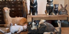 (Видео) Пёс затаился среди скульптур животных, и найти его непросто