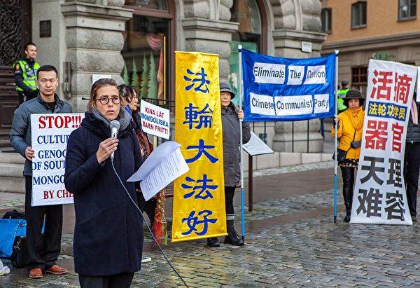 Каролин Эдельстам, член правления Фонда Харальда Эдельстама, на митинге