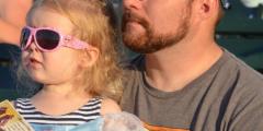 6-летняя девочка послала умершему папе открытку на Небо. Через несколько дней ей пришёл отчёт о доставке